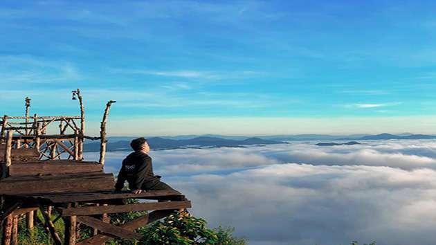 Cầu gỗ săn mây tại Đà Lạt