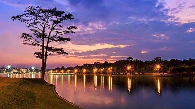 Giới thiệu hồ Xuân Hương