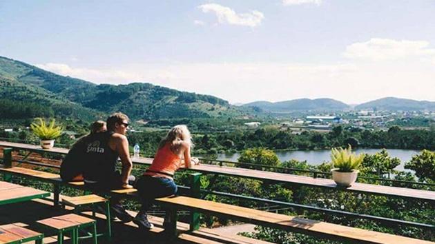 Mê Linh Coffee Garden thu hút khách du lịch