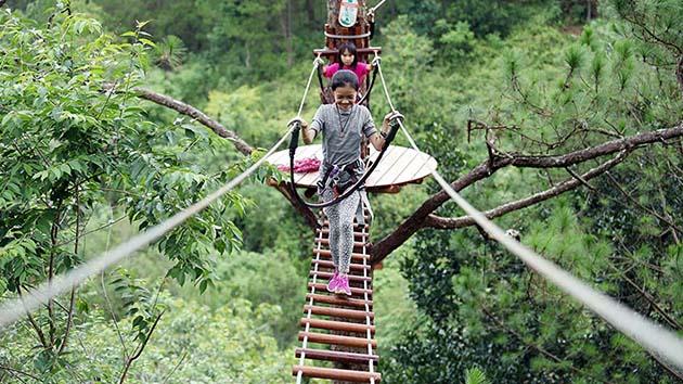 Đu dây mạo hiểm tại thác Datanla