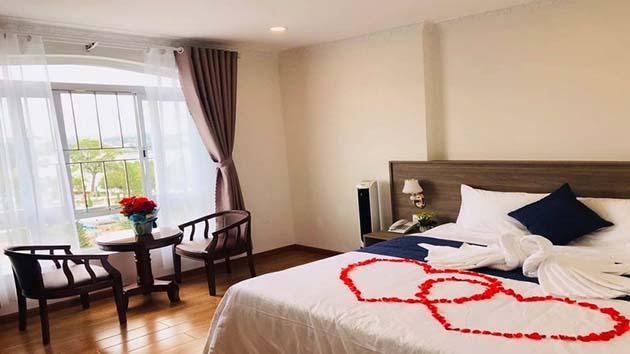 Khách sạn Dạ Lan