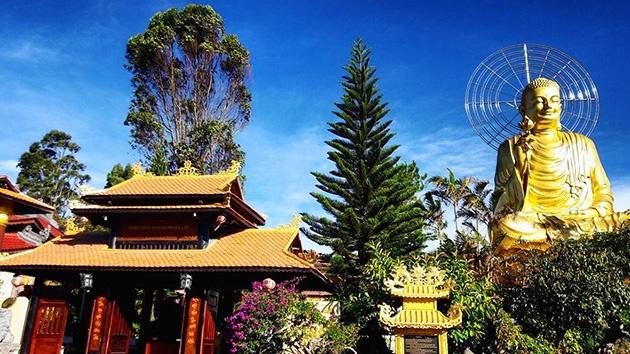 Tượng Phật Thích Ca Niêm Hoa Vi Tiếu tại Thiền viện Vạn Hạnh