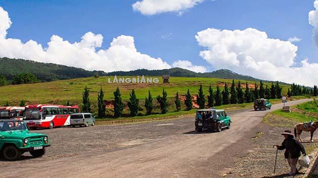 Đi xe Jeep tham quan núi Langbiang