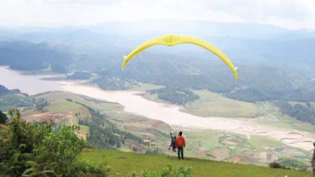 Dù lượn tại khu du lịch núi Langbiang