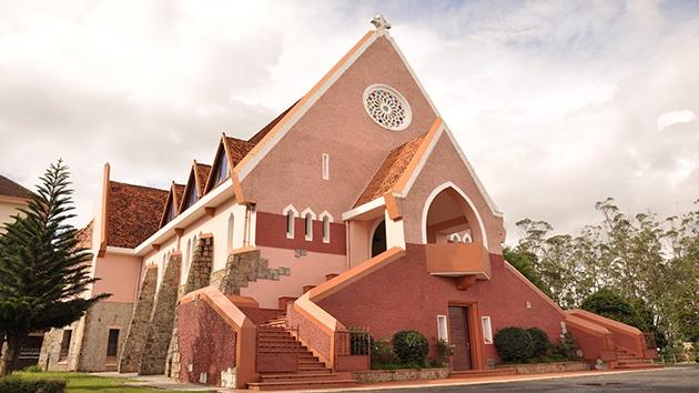 Nhà thờ Domaine de Marie Đà Lạt có gì HOT?