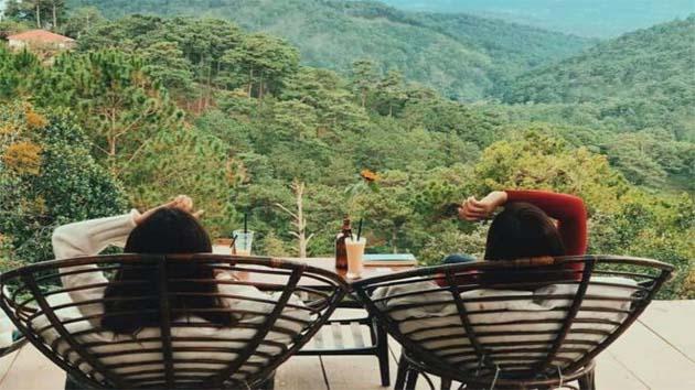 Thưởng thức cafe ngắm nhìn cảnh đẹp tại núi Langbiang