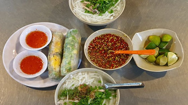 Bánh canh chả cá Phan Rang - Dung