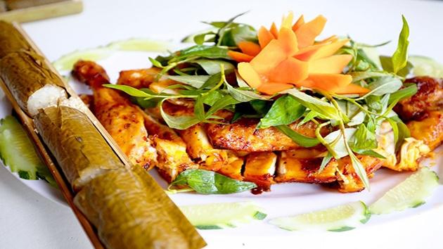 Cơm lam gà nướng - món ăn đặc sản của Đà Lạt