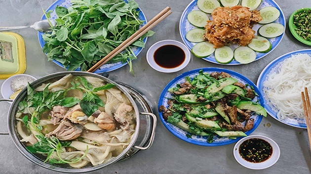 Lẩu gà lá é Phú Yên - Đà Lạt