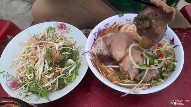 Bún bò Bà Hạnh - Món ăn tối ngon nhất tại Đà Lạt
