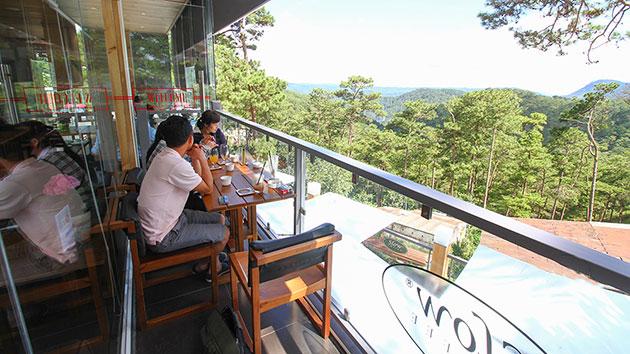 Cafe Bùi Văn Ngọ view đồi thông tuyệt đẹp