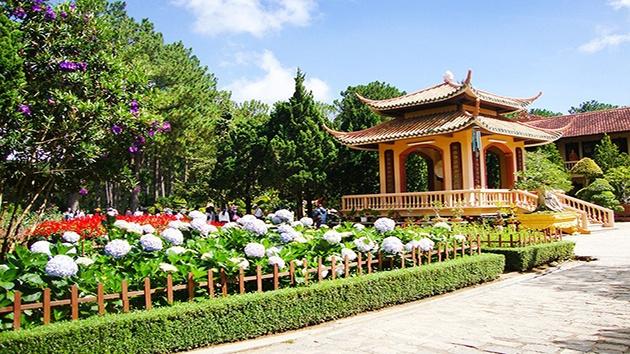 Ngày thứ 1: Dân hương tại Thiền Viện Trúc Lâm Đà Lạt
