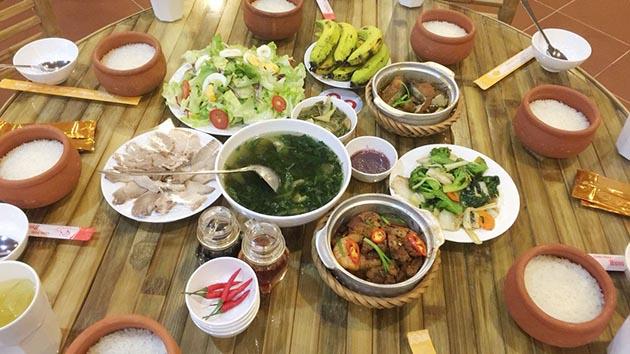 Nhà hàng cơm niêu Hương Việt có gì HOT?