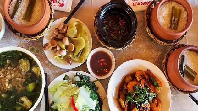 Thực đơn tại nhà hàng cơm niêu Hương Việt