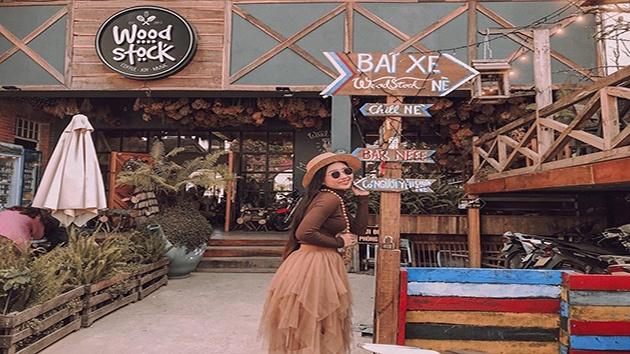 Woodstock cafe địa điểm không thể bỏ qua khi đến Đà Lạt