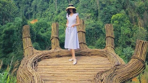 """""""check in"""" bàn tay Phật khổng lồ tại Hoa Sơn Điền Trang"""