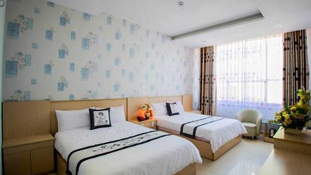 phòng 4 người khách sạn Hồng Tâm