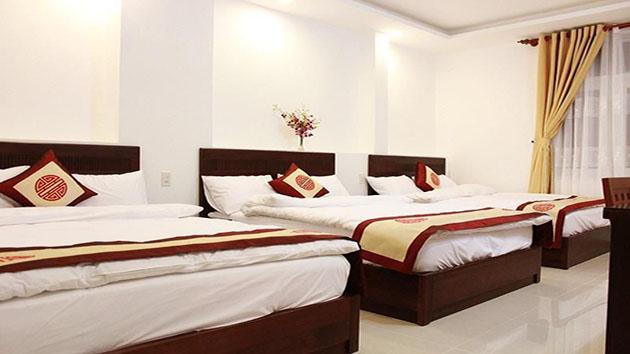 phòng 6 người khách sạn Hồng Tâm
